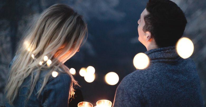 صورة كيف اعرف انه يحبني من حركاته ونظراته , اعرفي هل الرجل يحبك ام لا من نظراته