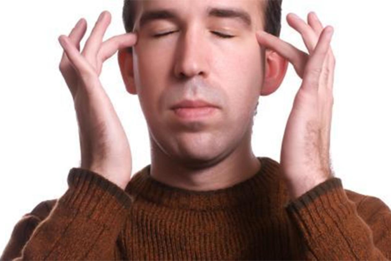 صورة شحوب الوجه والشعور بالضعف العام والفتور , اسباب واعراض تغير لون الوجه