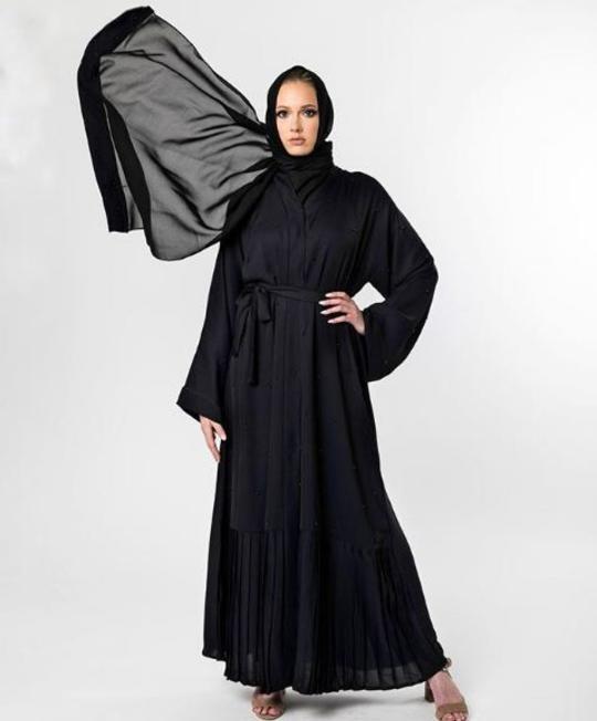 صورة احدث العبايات السوداء , اجدد تصميمات عبايات سوداء لعام ٢٠١٩