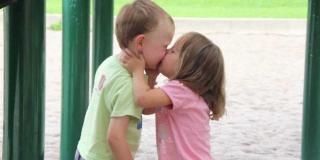 صور بوس على الفم , شاهد اجمل واحن بوسه من الام لاطفالها
